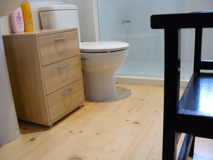 Baño: Baños de estilo  de Lignea Construcció Sostenible