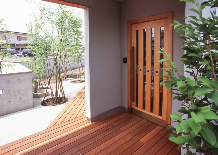 Corridor & hallway by (株)独楽蔵 KOMAGURA