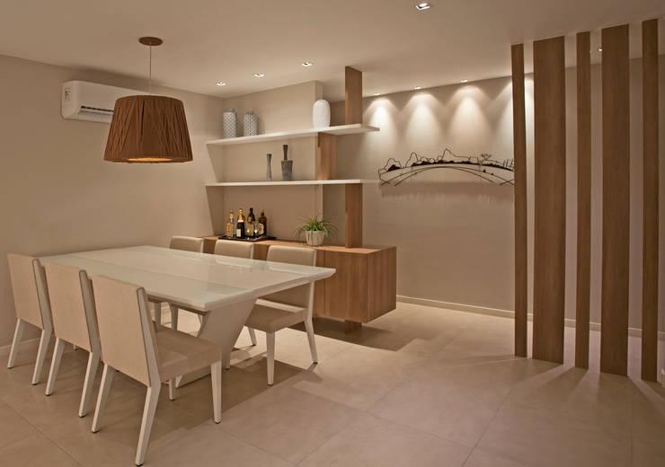 Ruang Makan oleh Andréa Spelzon Interiores, Modern