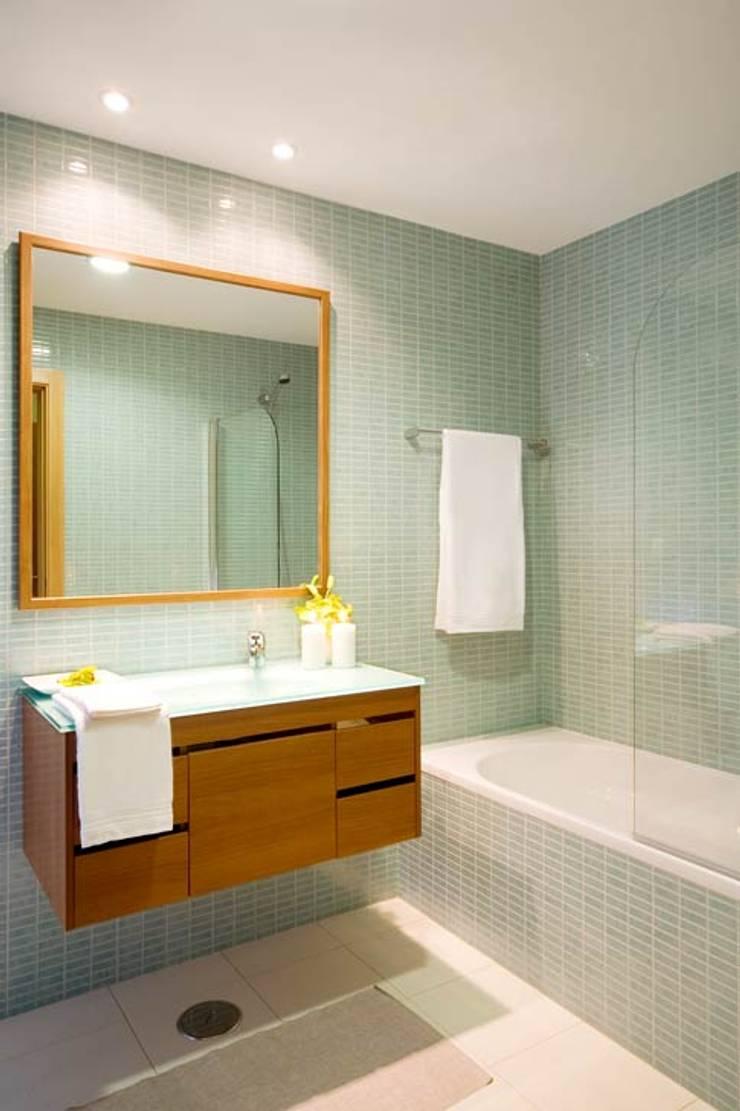 Interior Design Project - Village Marina: Casa de banho  por Simple Taste Interiors
