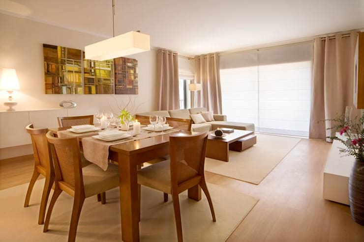 Interior Design Project – Village Marina: Sala de jantar  por Simple Taste Interiors