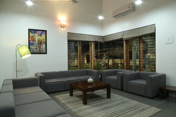 Kasliwal bungalows:  Living room by 4th axis design studio