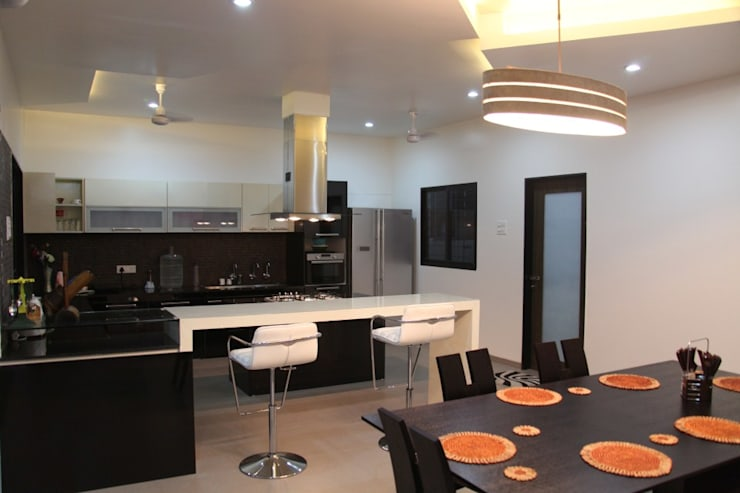 pent house for Mr. Jahagirdar At nanded:  Kitchen by 4th axis design studio