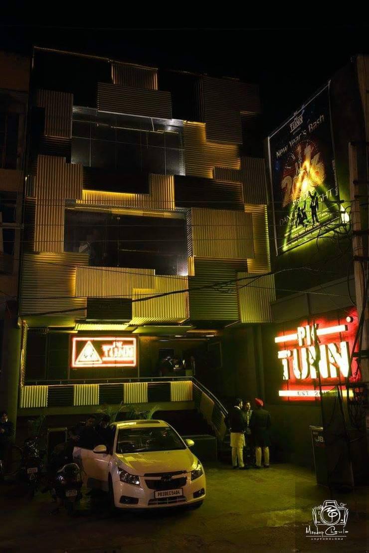 PK TUNN RESTOBAR,LUDHIANA:  Houses by Ingenious,Industrial