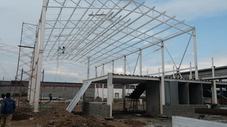 Estrutura Metalica para Bodegas Garajes de estilo clásico de Crearquitech S.A.S Clásico Metal