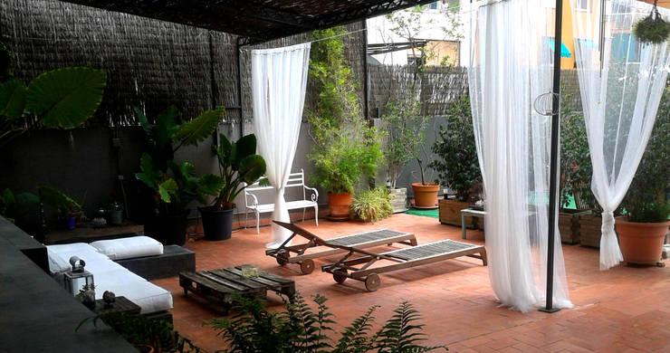 diseño terraza eixample Barcelona: Terrazas de estilo  de ecojardí