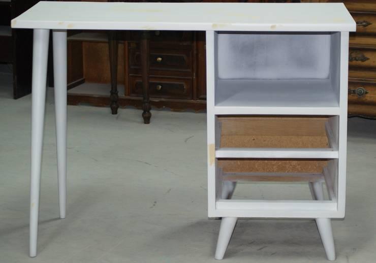 Desk «Zuka»:   por Shanna's Stuff