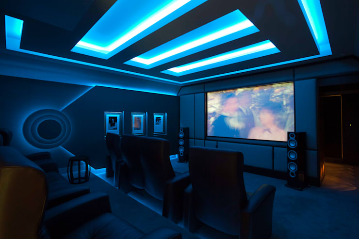 Cinema Room:  Media room by Janine Stone Design