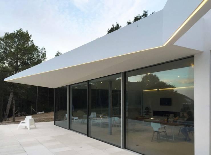 Casas de estilo moderno por MG&AG.ARQUITECTOS