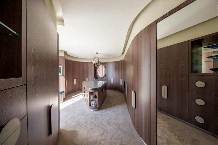 Closets de estilo  por Adrian James Architects