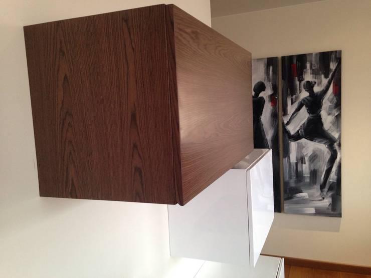 PROYECTO MOBILIARIO. ESTUDIO APARTAMENTO:  de estilo  por La Carpinteria - Mobiliario Comercial, Moderno