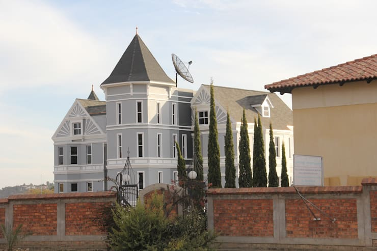 Painted ladies – New office building – Namibia.:  Houses by Nuclei Lifestyle Design