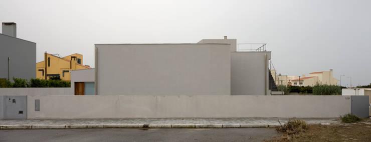 Casa em Francelos: Casas modernas por ABPROJECTOS