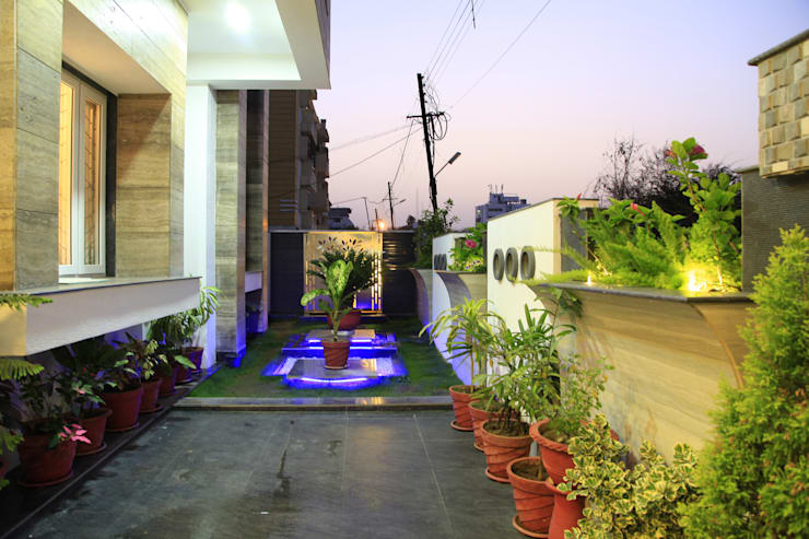 SADHWANI BUNGALOW:  Garden by Square 9 Designs