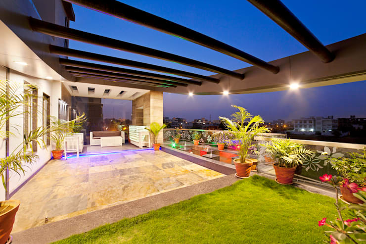 SADHWANI BUNGALOW: modern Garden by Square 9 Designs