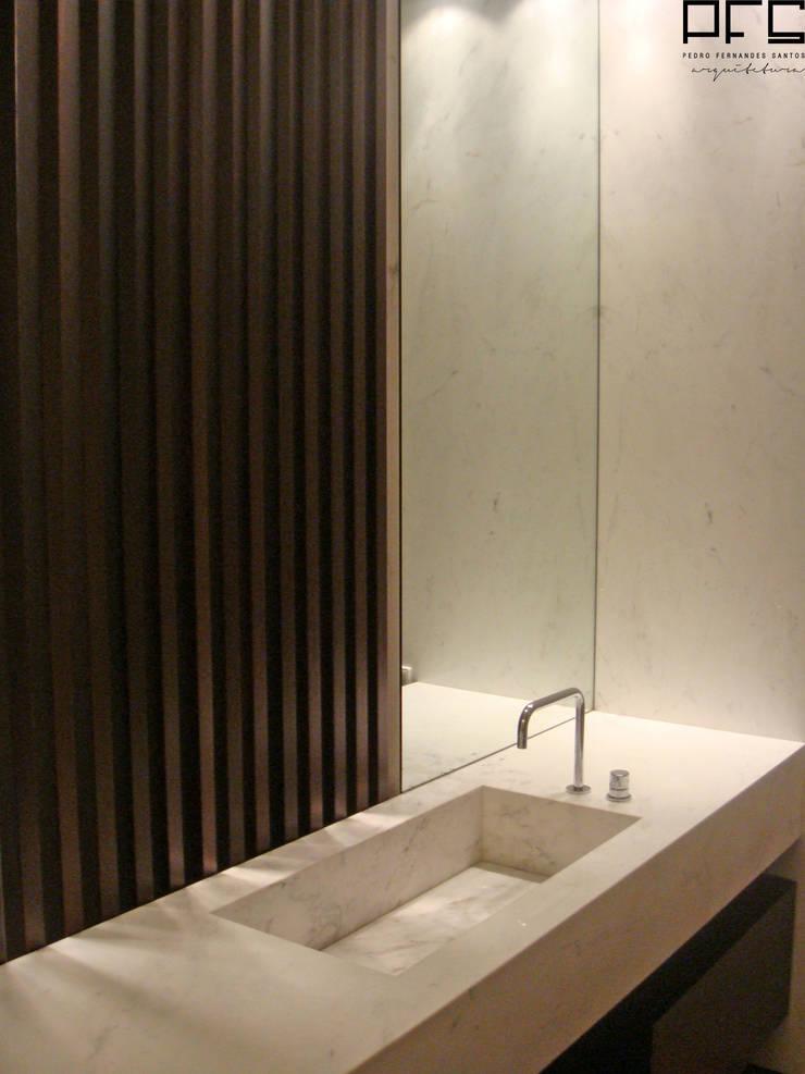 APARTAMENTO GC_PÓVOA DE VARZIM_2009: Casas de banho  por PFS-arquitectura