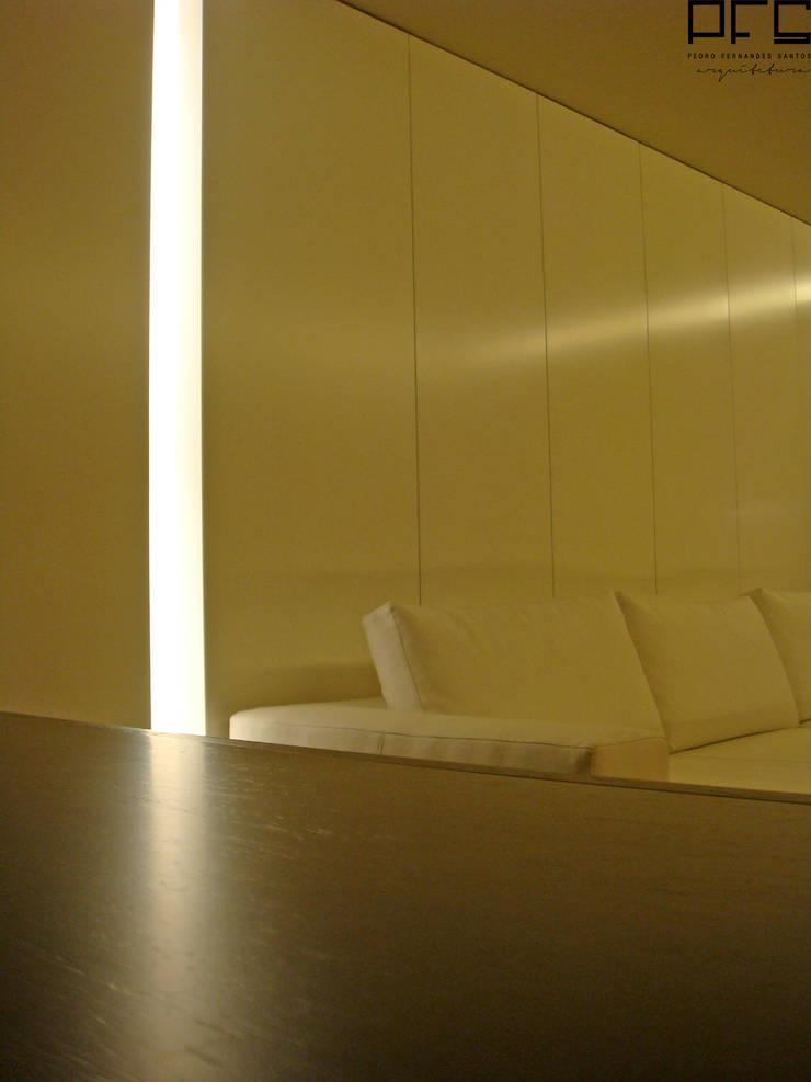 APARTAMENTO GC_PÓVOA DE VARZIM_2009: Salas de estar  por PFS-arquitectura