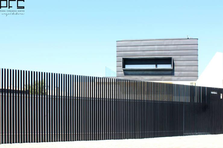 CASA DA_PÓVOA DE VARZIM_2011: Casas minimalistas por PFS-arquitectura