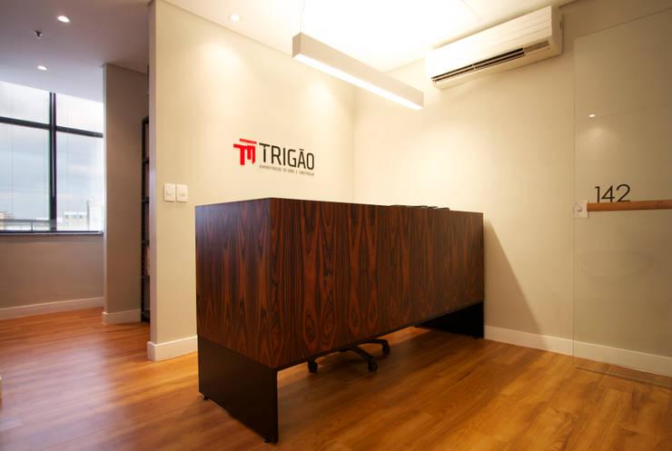 Oficinas de estilo  por Coletivo de Arquitetos, Minimalista