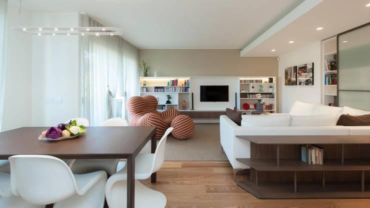 Livings de estilo  por Studio Associato Casiraghi,