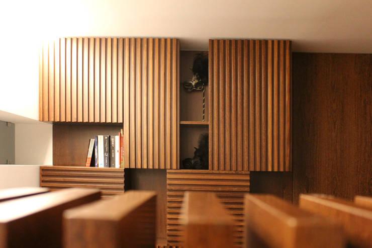 APARTAMENTO AF_PÓVOA DE VARZIM_2013: Escritórios e Espaços de trabalho  por PFS-arquitectura