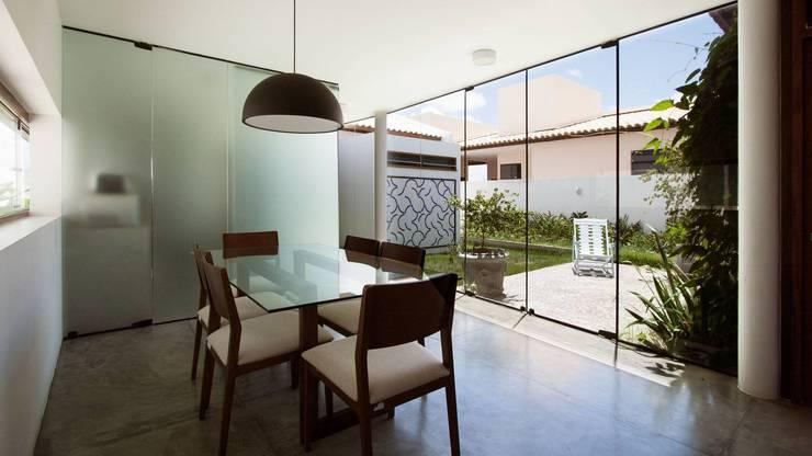 Casas minimalistas por Coletivo de Arquitetos