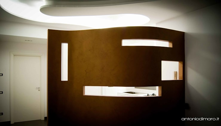Living-Cucina: Ingresso & Corridoio in stile  di antoniodimaro&partners