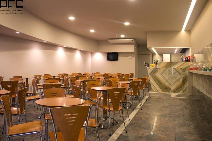 REMODELAÇÃO PASTELARIA RIBA MAR_2015: Espaços de restauração  por PFS-arquitectura
