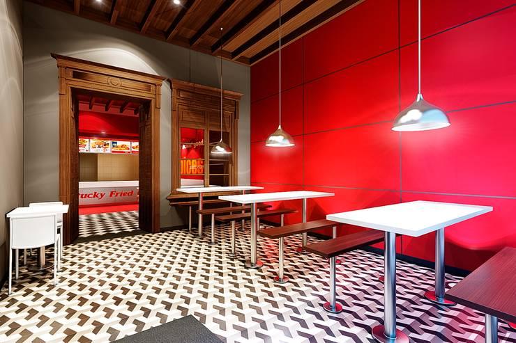 KFC BARRANCO: Espacios comerciales de estilo  por ARKILINEA,
