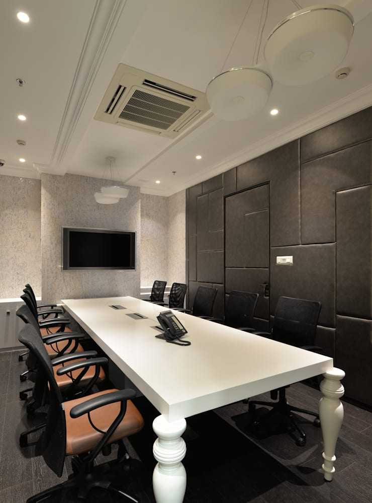 conference room:  Offices & stores by Aum Architects