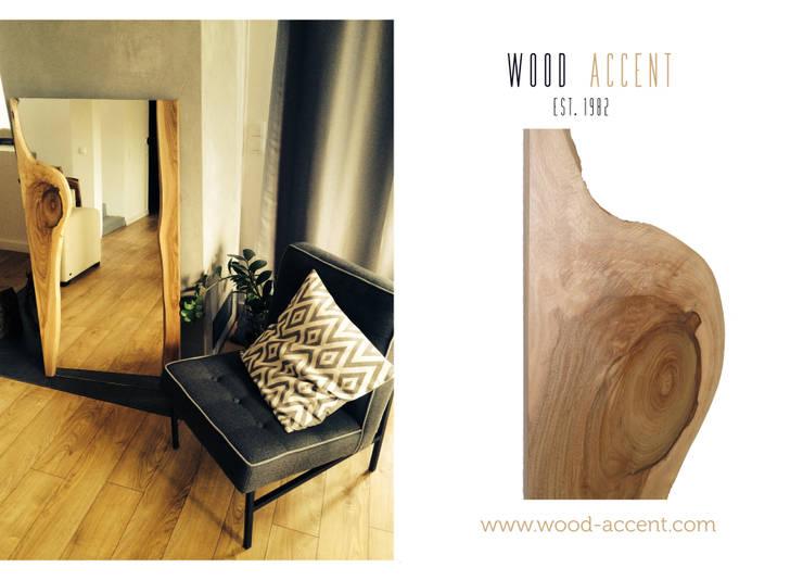 LUSTRO W DREWNIANEJ RAMIE Z ORZECHA EUROPEJSKIEGO : styl , w kategorii  zaprojektowany przez WOOD ACCENT,Nowoczesny Drewno O efekcie drewna