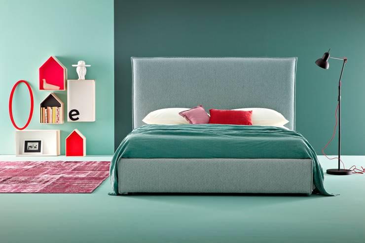 Village Maxi: Camera da letto in stile  di Ennerev,