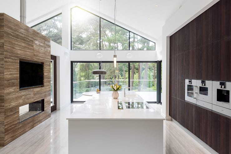 Poole Villa – Alta Opaco White and Deda Smoked Oak Real Sawn: modern  by Deseo, Modern
