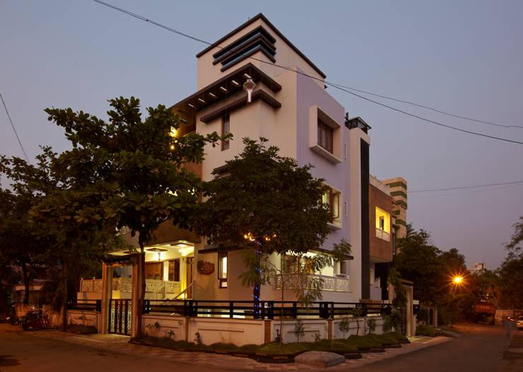 Mr Sudhakar Kakde' s Resideence: asian Houses by M B M architects