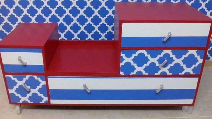 Our desk: Escritório e loja  por Shanna's Stuff