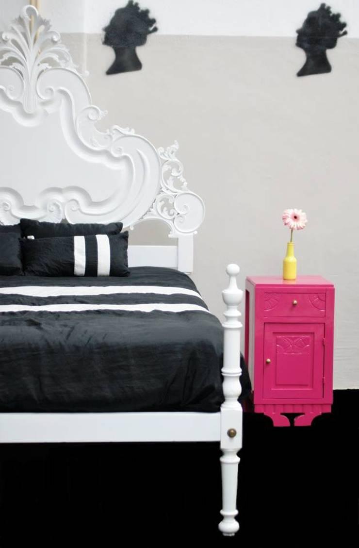 Matrimonial Bed: Quarto  por Shanna's Stuff