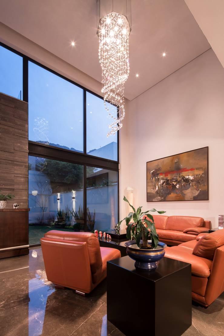 Sala naranja: Salas de estilo  por URBN