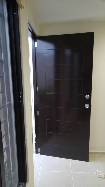 Detalle de puerta:  de estilo  por RecreARQ Construcciones