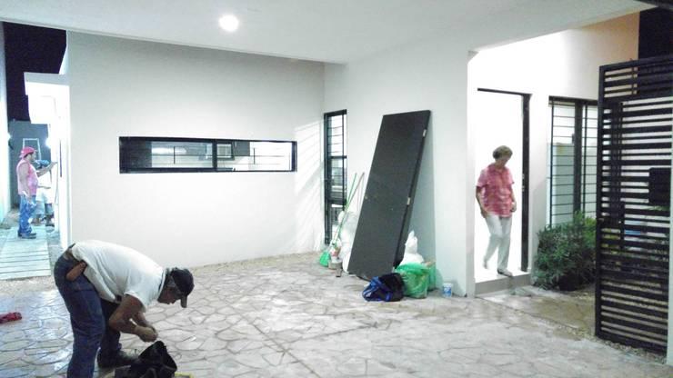 Garage:  de estilo  por RecreARQ Construcciones