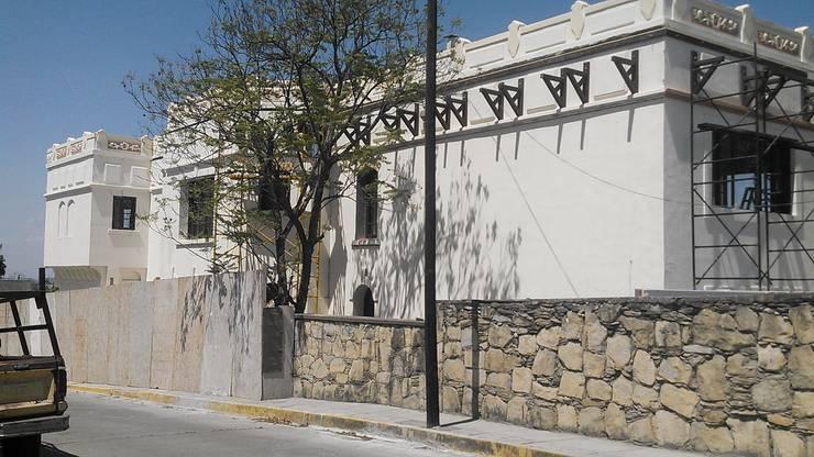 Renovacion CEEGS Obispado: Museos de estilo  por GRUPO DYC
