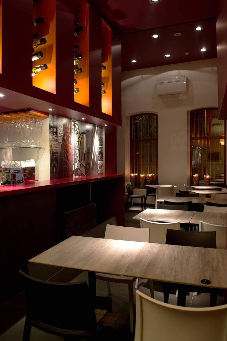 Hotel Boutique Su Merced: Comedores de estilo moderno por EARQ