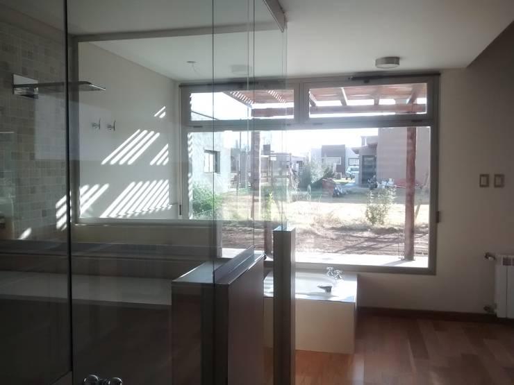 Bathroom by Azcona Vega Arquitectos