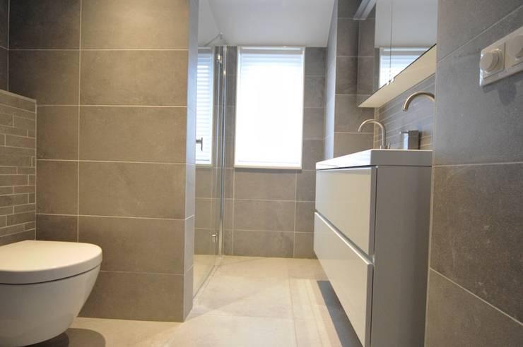 Kamar Mandi oleh AGZ badkamers en sanitair, Modern Ubin