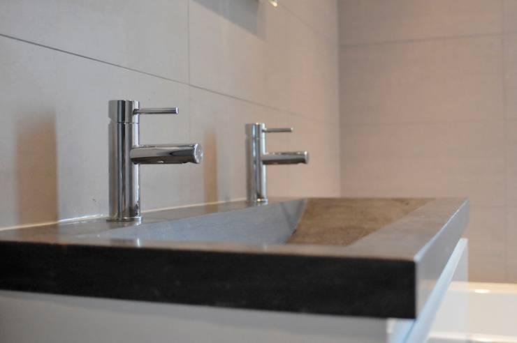 Bathroom by AGZ badkamers en sanitair, Rustic Tiles