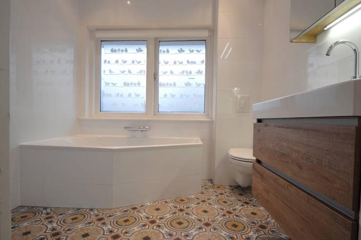 浴室 by AGZ badkamers en sanitair, 簡約風 木頭 Wood effect