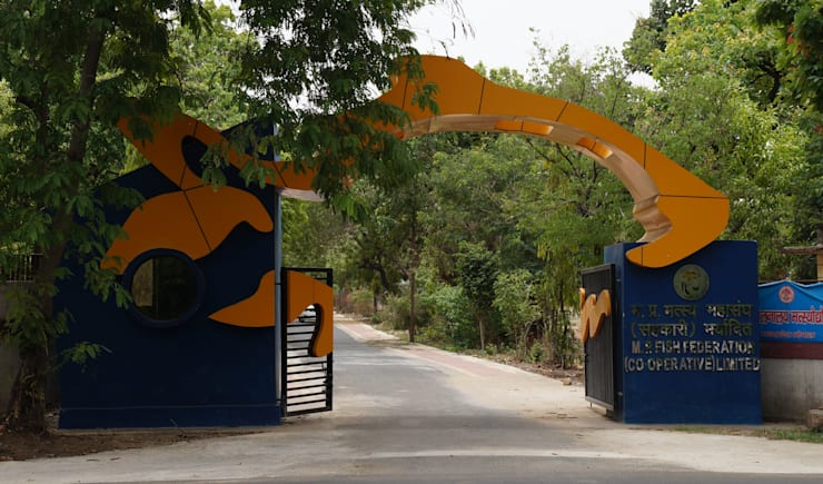 fish federation's entrance gate:  Houses by Vinyaasa Architecture & Design