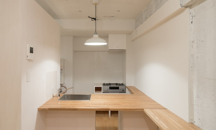 Renovation in Meidai-mae:  Kitchen by Kentaro Maeda Architects,