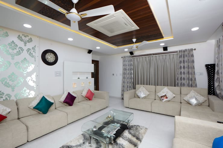 Dr Rafique Mawani's Residence:  Living room by M B M architects