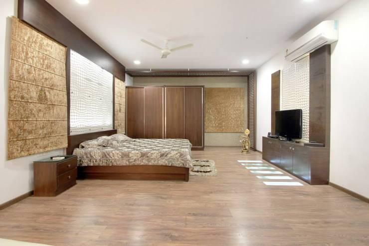 Bedroom:  Bedroom by Interior Shapes & Designs,Modern Wood Wood effect