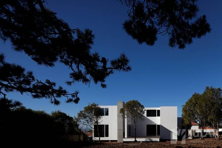 Treehouse Cabo da Roca: Casas  por Jular Madeiras